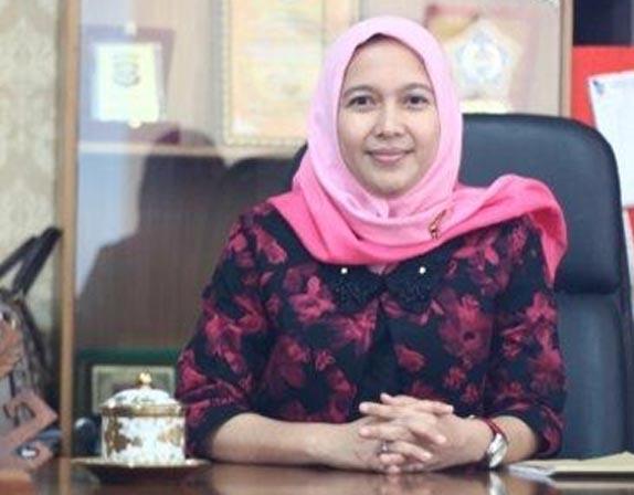 anna-morinda-wakil-ketua-1-dprd-metro.jpg