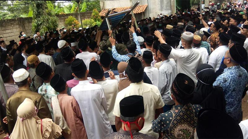 pemakaman-almarhum-ketua-pcnu-metro-180221.jpg