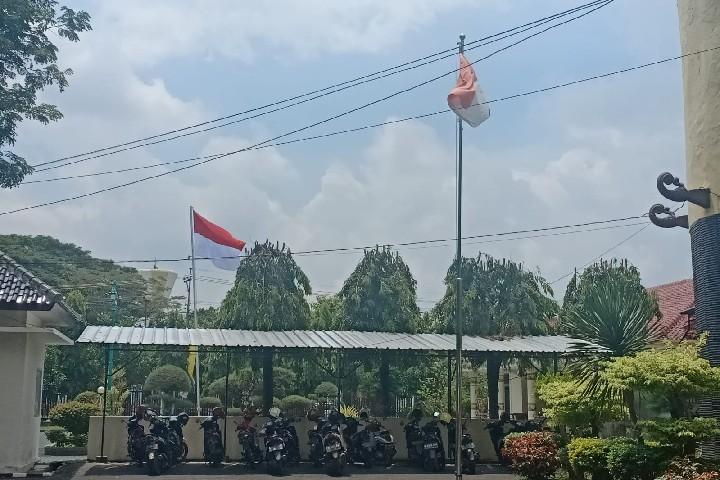 bendera-usang-berkibar-di-dinas-putr.jpg
